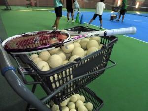 白くて柔らかいボールのソフトテニス